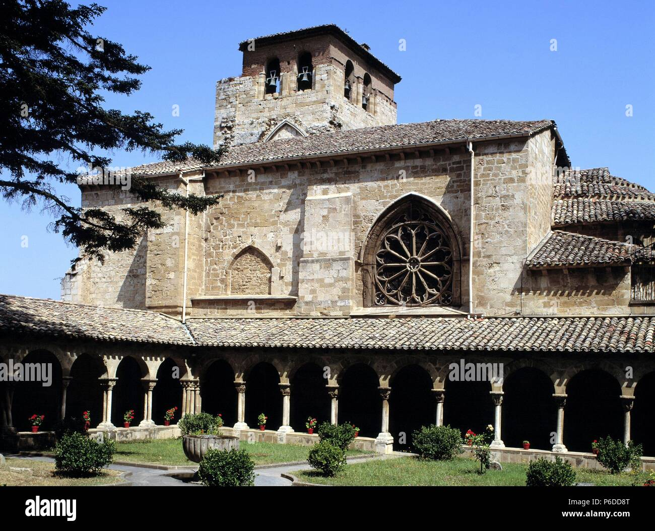 Navarra Estella San Pedro De La Rua Claustro Arte Romanico Stock Photo Alamy