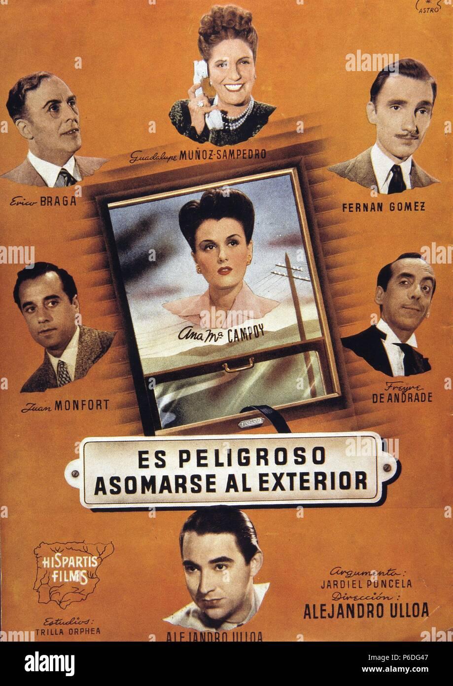 PELICULA : ES PELIGROSO ASOMARSE AL EXTERIOR , 1945. BASADA EN LA OBRA HOMONIMA DE ENRIQUE JARDIEL PONCELA. DIRECTOR : ALEJANDRO ULLOA (PADRE). ACTORES : ANA MARIA CAMPOY , FERNANDO FERNAN GOMEZ , GUADALUPE MUÑOZ SAMPEDRO. Stock Photo