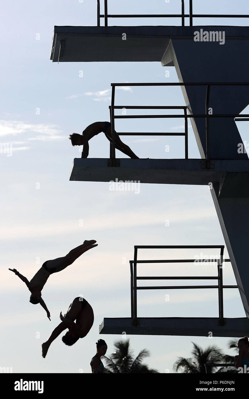 Ft. Lauderdale, FL, USA. 29th June, 2018. Divers warm up for their events during the USA Diving Zone B Championships at Fort Lauderdale Aquatic center on Friday, June 29, 2018. Athletes who qualified from nine states (Florida, Georgia, Alabama, South Carolina, Mississippi, Louisiana, Arkansas, Oklahoma and Texas) competed to advance to the USA Diving National Championships to be held in Atlanta, Ga. Amy Beth Bennett, Sun Sentinel Credit: Sun-Sentinel/ZUMA Wire/Alamy Live News Stock Photo
