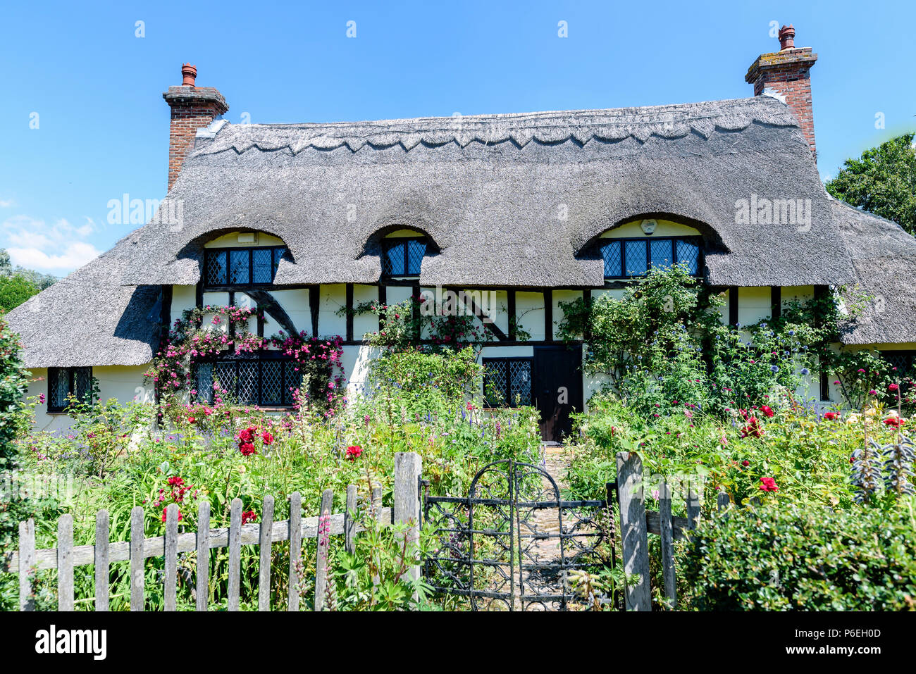 Cottage with thatched roof - Stock Image