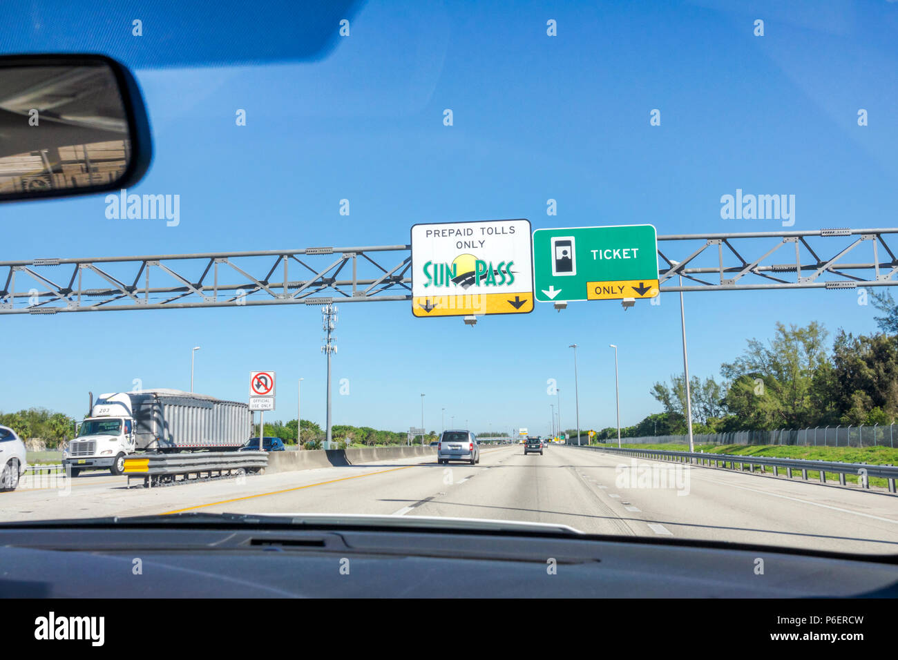 Florida Fort Ft. Lauderdale Florida Turnpike toll road SunPass prepaid electronic toll collection system traffic highway car truck moving vehicles lan - Stock Image