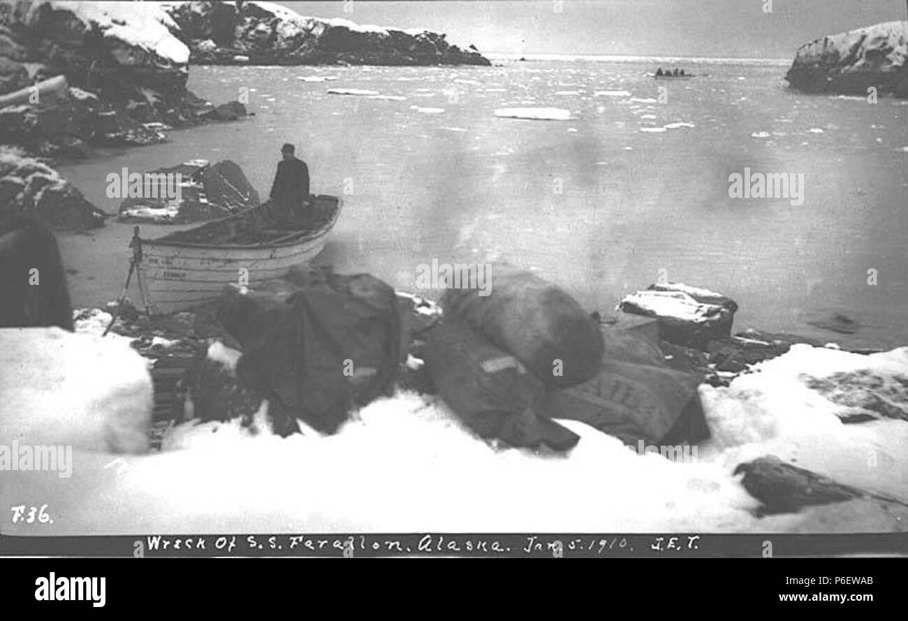 English: Boats unloading supplies from the wreck of the