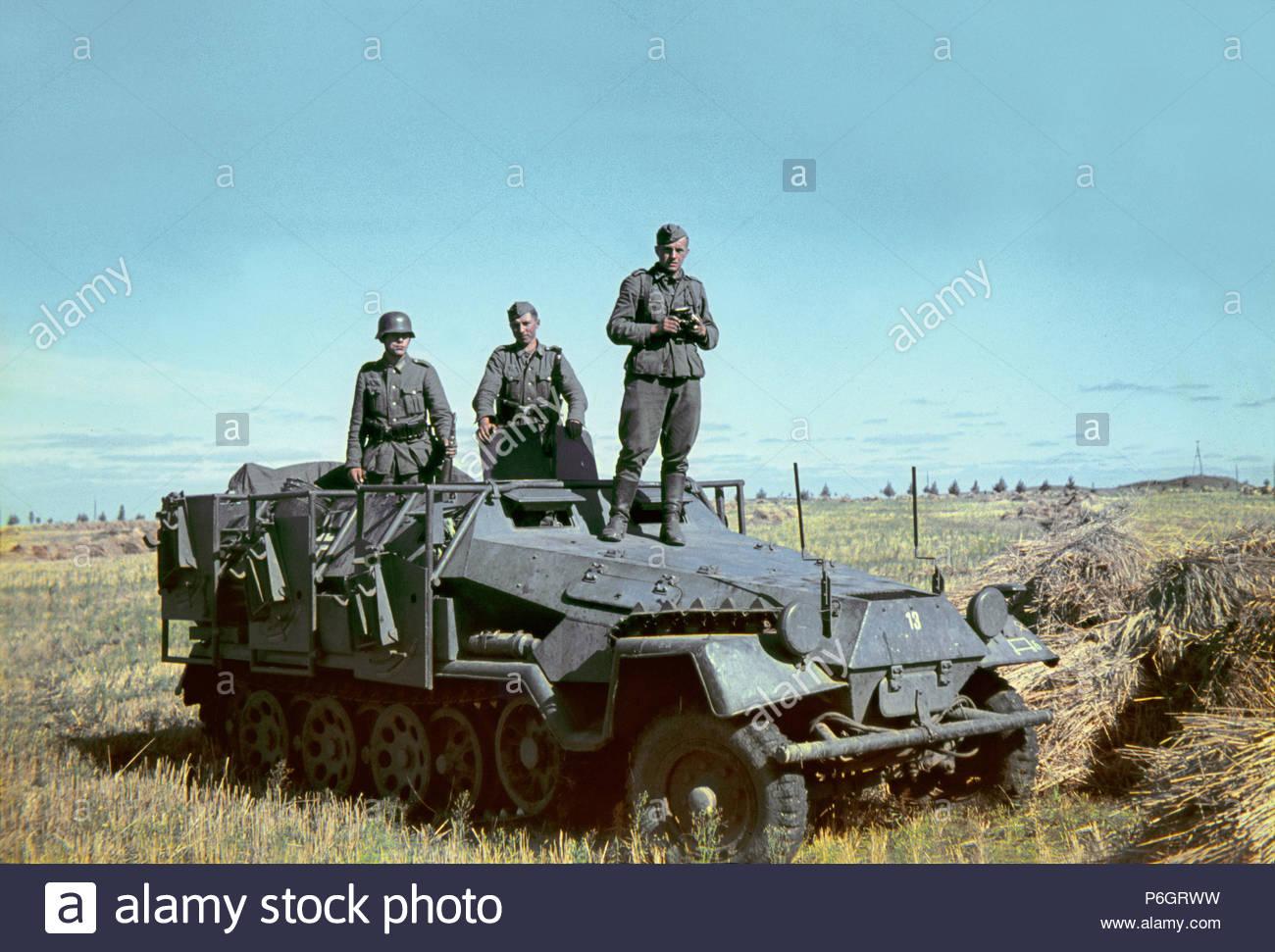 German Army Half track 251 14th Panzer Divison Russia Don 1942 Stalingrad mg 42 ostfront camera kamera 13 13th fully motorised company - Stock Image