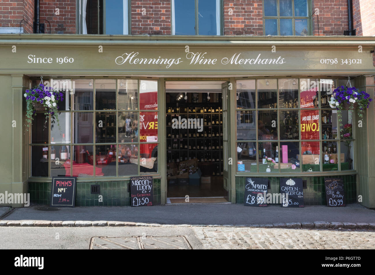 Hennings Wine Merchants shop in Petworth, West Sussex, UK - Stock Image
