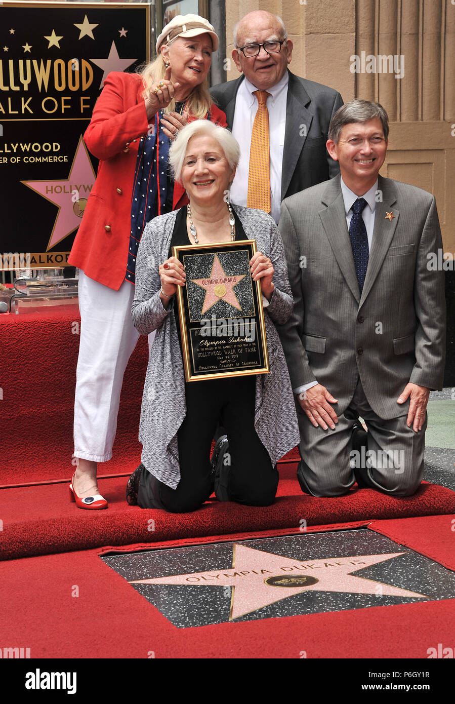 Olympia Dukakis - star  Ed Asner, Diane Ladd  Olympia Dukakis honored with a Star on the Hollywood Walk of Fame in Los Angeles.Olympia Dukakis - star 1302 Ed Asner, Diane Ladd   Event in Hollywood Life - California, Red Carpet Event, USA, Film Industry, Celebrities, Photography, Bestof, Arts Culture and Entertainment, Topix Celebrities fashion, Best of, Hollywood Life, Event in Hollywood Life - California, movie celebrities, TV celebrities, Music celebrities, Topix, Bestof, Arts Culture and Entertainment, Photography,    inquiry tsuni@Gamma-USA.com , Credit Tsuni / USA, Honored with a Star on  - Stock Image