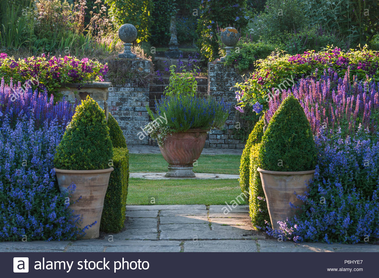 Small summer garden at Towm Place in Sussex - Stock Image