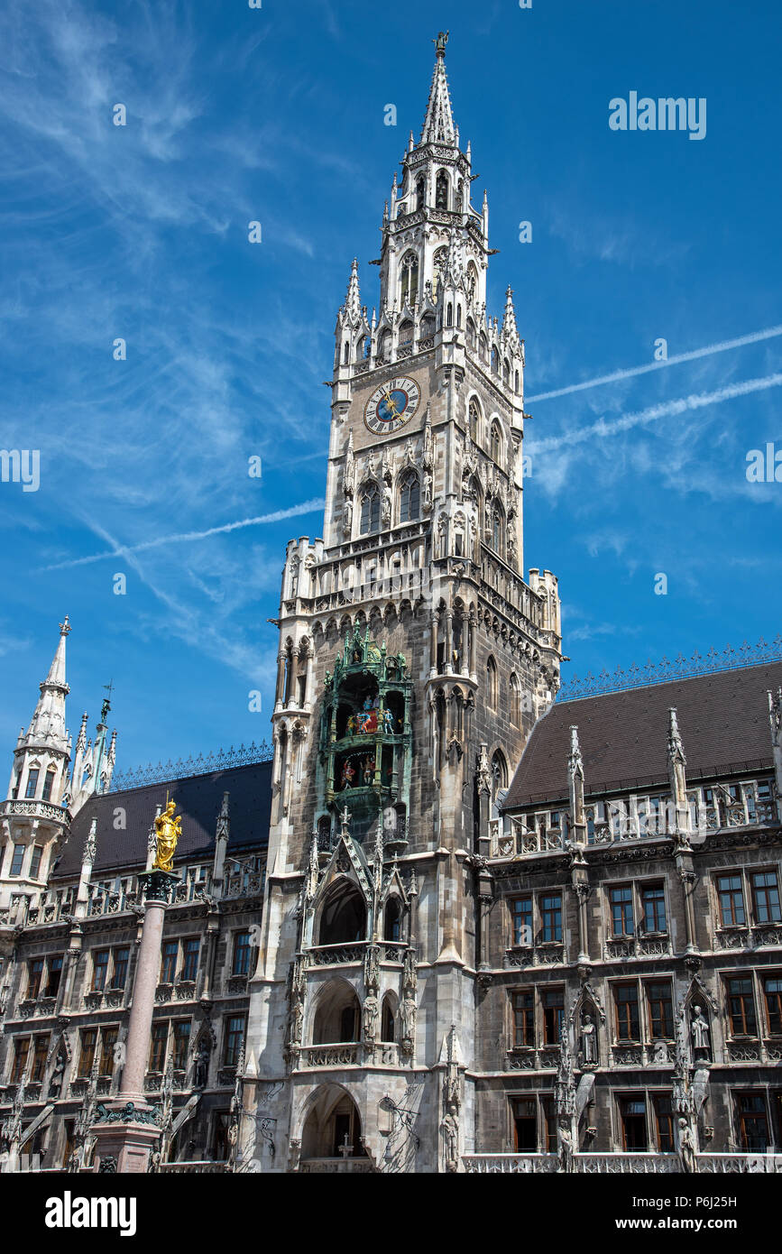 The New City Hall at the Marienplatz in Munich with a blue sky - Stock Image