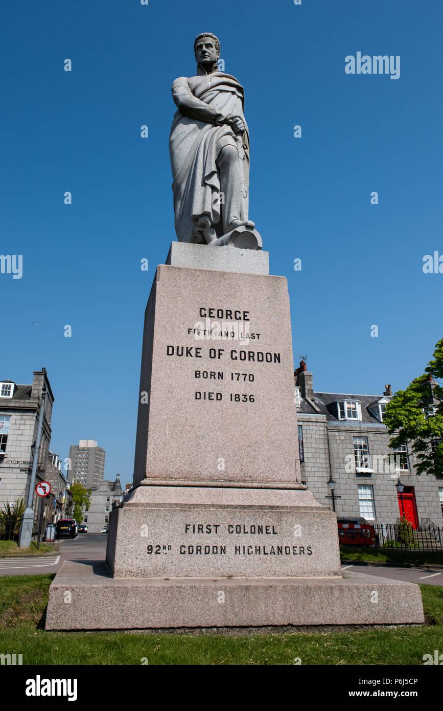 United Kingdom, Scotland, Aberdeen, historic Old Aberdeen. Statue of George V, Duke of Gordon. Colonel of the Gordon Highlanders. Stock Photo