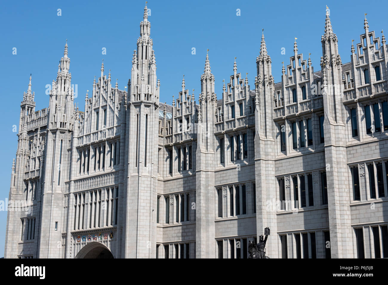 United Kingdom, Scotland, Aberdeen, once known as Granite City, historic Old Aberdeen. Queen Street, Marischal College. - Stock Image