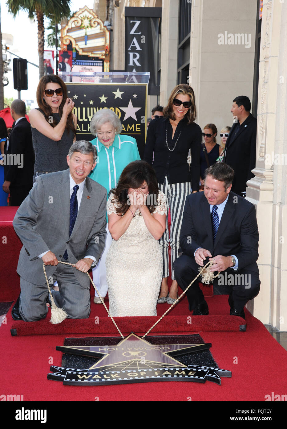 Valerie Bertinelli Betty White Jane Leeves Wendy Malick Honored With A Star On The Hollywood Walk Of Fame In Los Angeles Valerie Bertinelli Betty White Jane Leeves Wendy Malick 22 Event