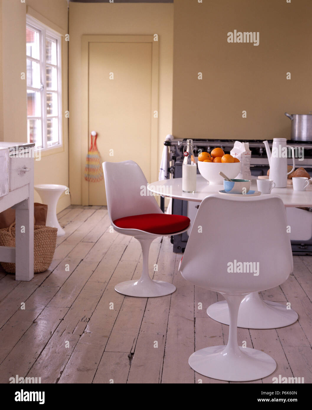 Pleasant Eero Saarinen Style White Chairs And Table In An Urban Andrewgaddart Wooden Chair Designs For Living Room Andrewgaddartcom