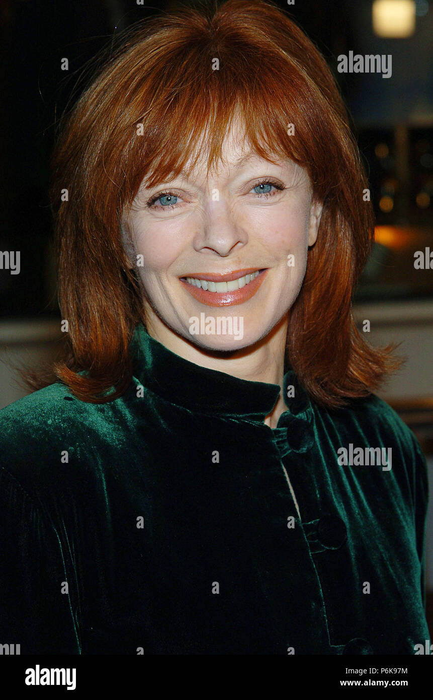 Frances fisher arriving at the meet the fockers premiere at the frances fisher arriving at the meet the fockers premiere at the universal amphitheatre in los angeles december 16 2004sherfrances071 red carpet event m4hsunfo