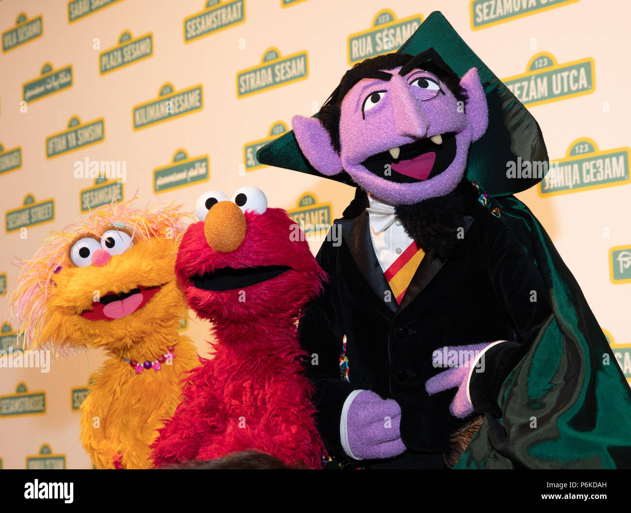 Count Von Count Sesame Stock Photos Count Von Count Sesame