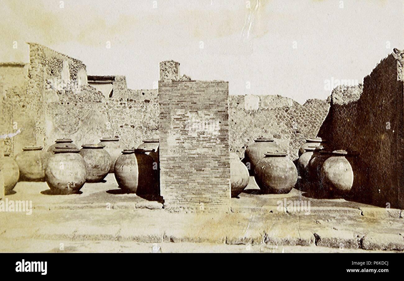 Pompeya, Tinajas del comercio de aceite. - Stock Image