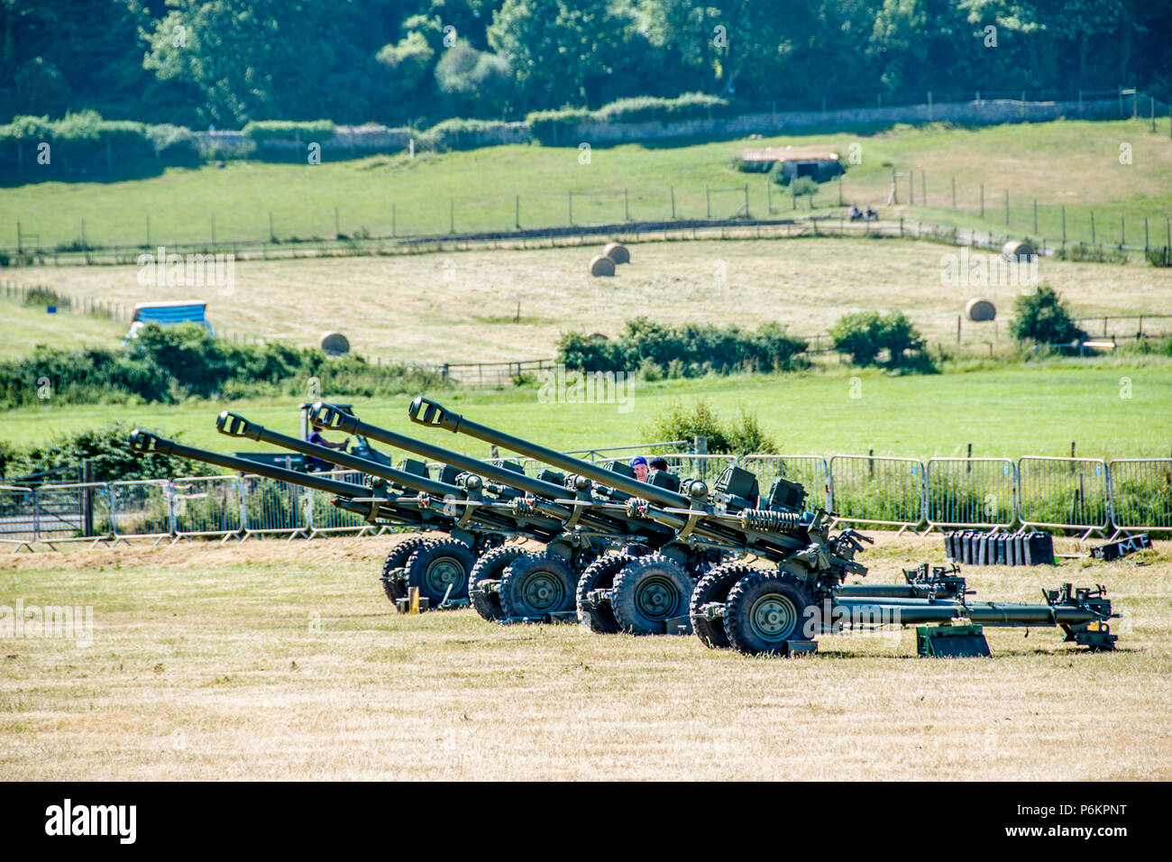 L118 Light Gun of the British Army. Setup in a field ready to fire. - Stock Image