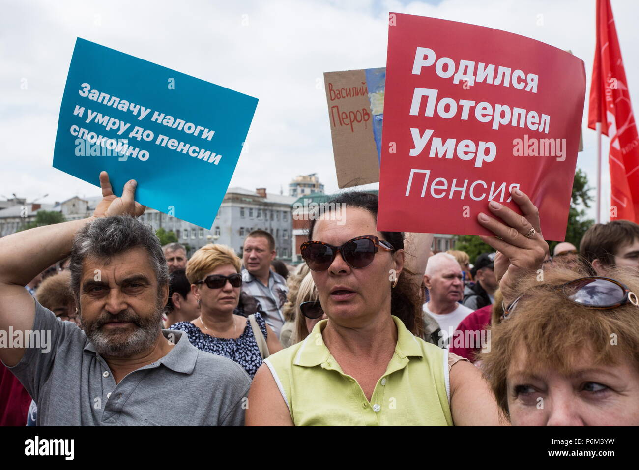 Omsk, Russia. 01st July, 2018. OMSK, RUSSIA - JULY 1, 2018: People in a protest against a draft law proposed by the Russian government to raise the retirement age for men from 60 to 65 years old and for women from 55 to 63 years old. Dmitry Feoktistov/TASS Credit: ITAR-TASS News Agency/Alamy Live News - Stock Image