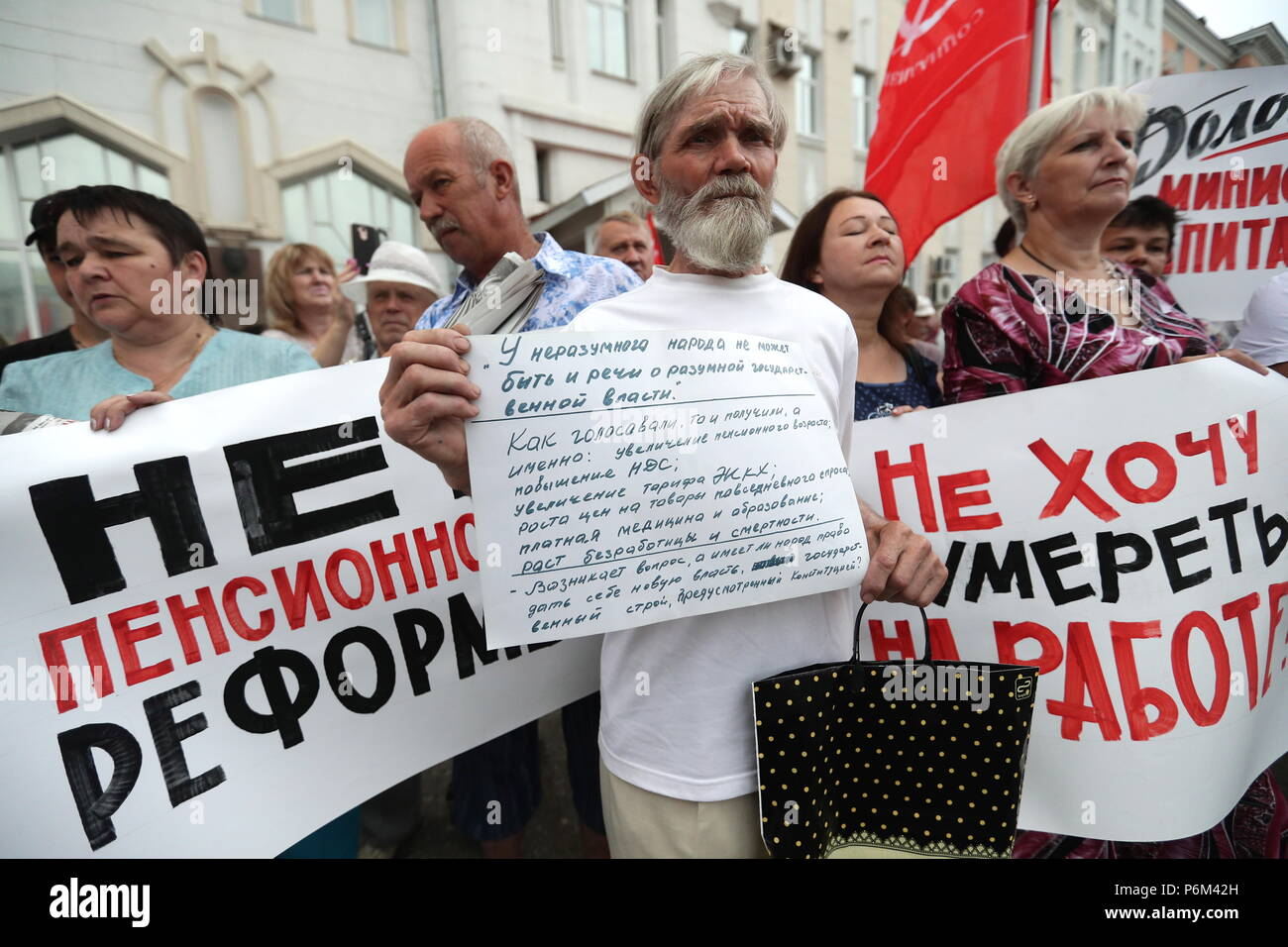 Ivanovo, Russia. 01st July, 2018. IVANOVO, RUSSIA - JULY 1, 2018: People in a protest against a draft law proposed by the Russian government to raise the retirement age for men from 60 to 65 years old and for women from 55 to 63 years old. Vladimir Smirnov/TASS Credit: ITAR-TASS News Agency/Alamy Live News - Stock Image