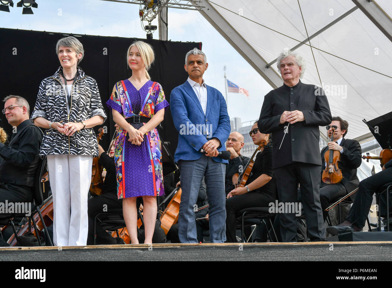 London, UK. 1st July, 2018. Kathryn McDowell,Sadiq Khan,Sir Simon Rattle at the BMW Classics + live streamed on YouTube in Trafalgar Square on a hot weather in London, UK on July 1st 2018. Credit: Picture Capital/Alamy Live News - Stock Image