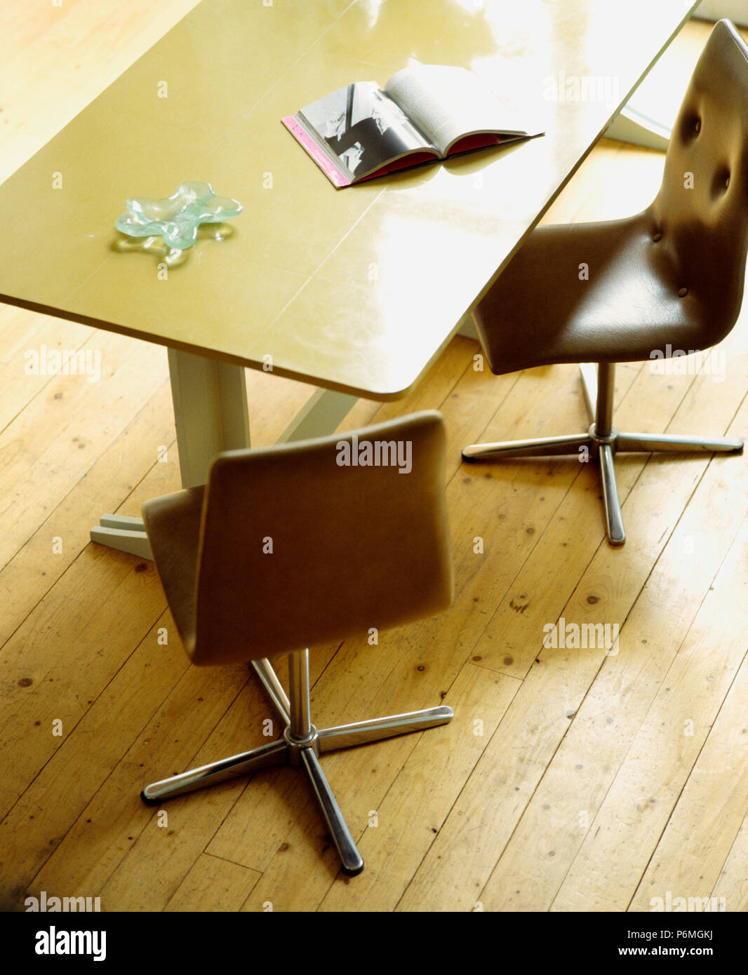 Pleasing Close Up Of Leather Chrome Dining Chairs And Simple Modern Camellatalisay Diy Chair Ideas Camellatalisaycom