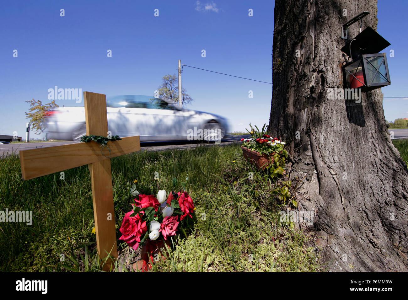 Graditz, Germany - Commemorative cross for a traffic victim on the roadside - Stock Image