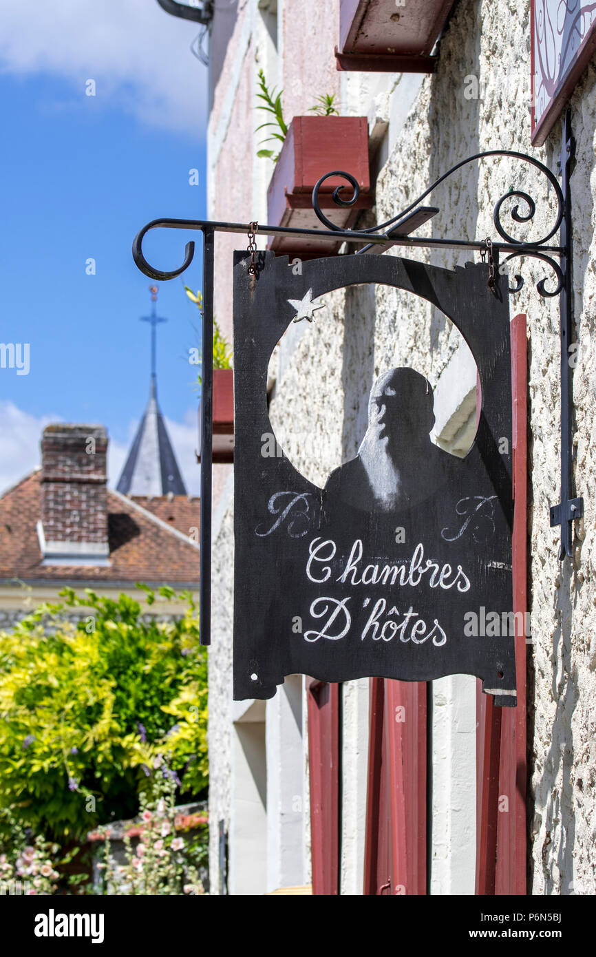 Sign showing silhouette of Impressionist painter Claude Monet at Le Coin des Artistes, chambre d'hôtes at Giverny, Eure department, Normandy, France - Stock Image