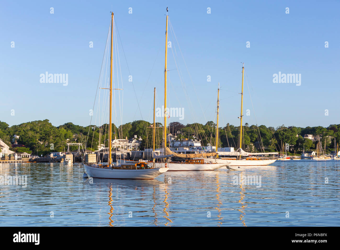 Sail Martha's Vineyard yawl 'Mah Jong' and other wooden boats moored in Vineyard Haven harbor in Tisbury, Massachusetts on Martha's Vineyard. - Stock Image