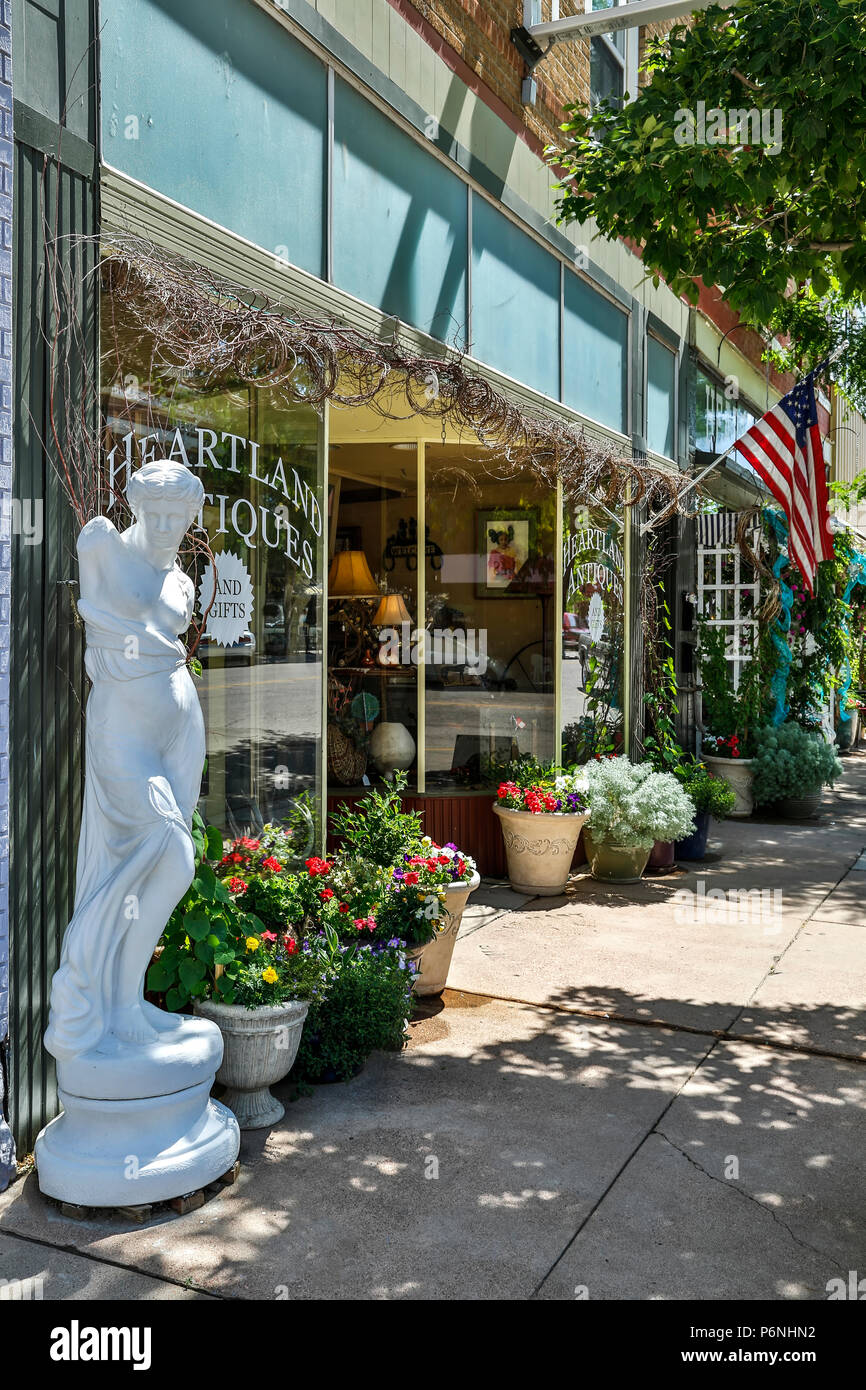 Antique store storefront, Main Street, Florence, Colorado - Stock Image