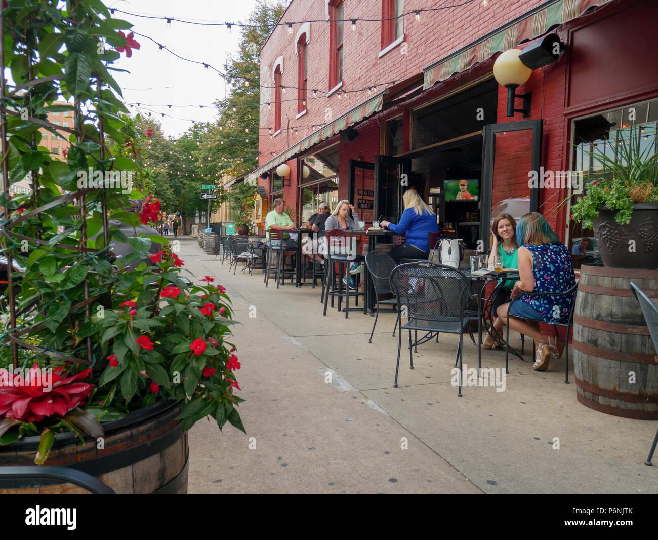 Sidewalk café, Rochester, Minnesota. - Stock Image