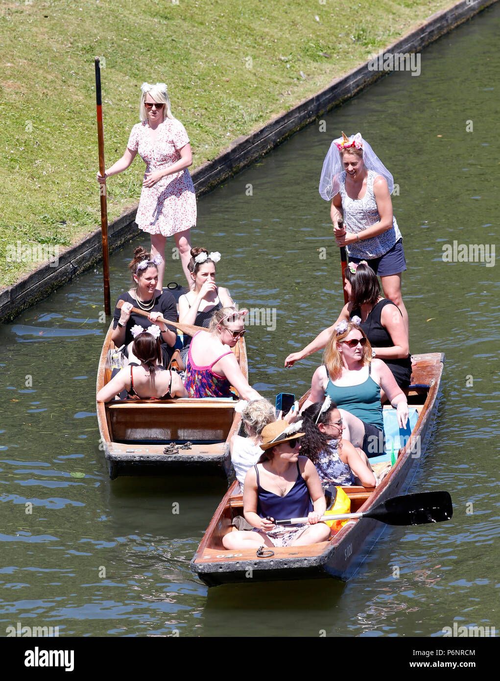 Tourists enjoy the hot weather punting on the River Cam, Cambridge - Stock Image