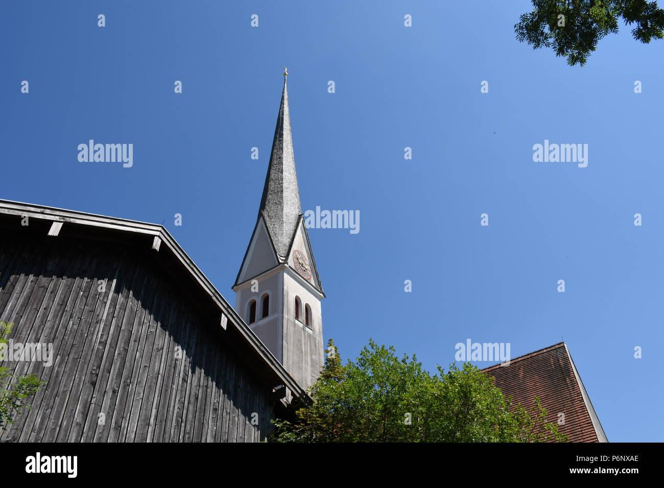 Kirche St. Johannes und Paulus in Mauerkirchen Chiemgau Ghiemsee - Stock Image