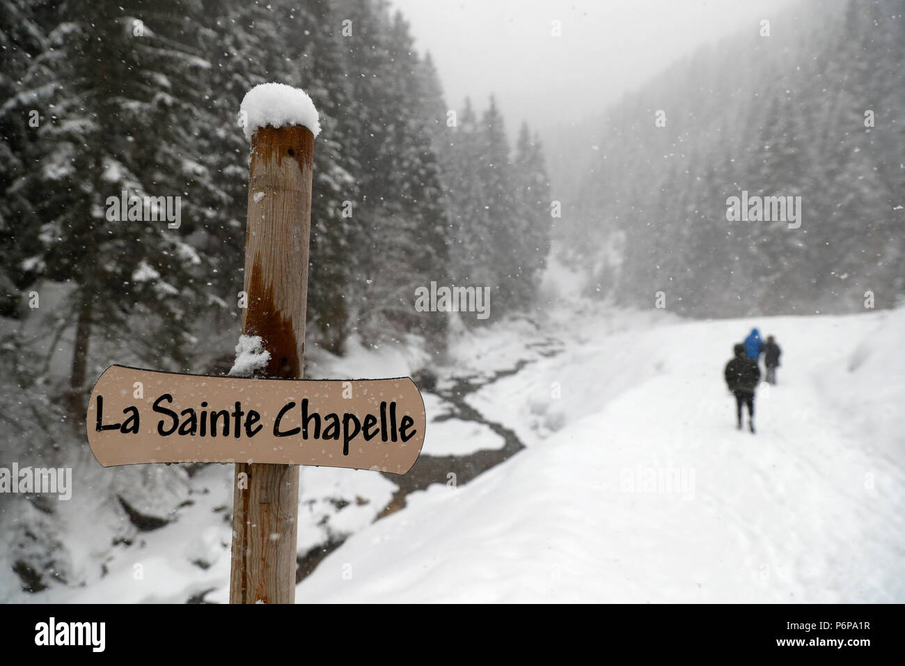 Path in winter. La Sainte Chapelle.  Les Contamines. France. - Stock Image