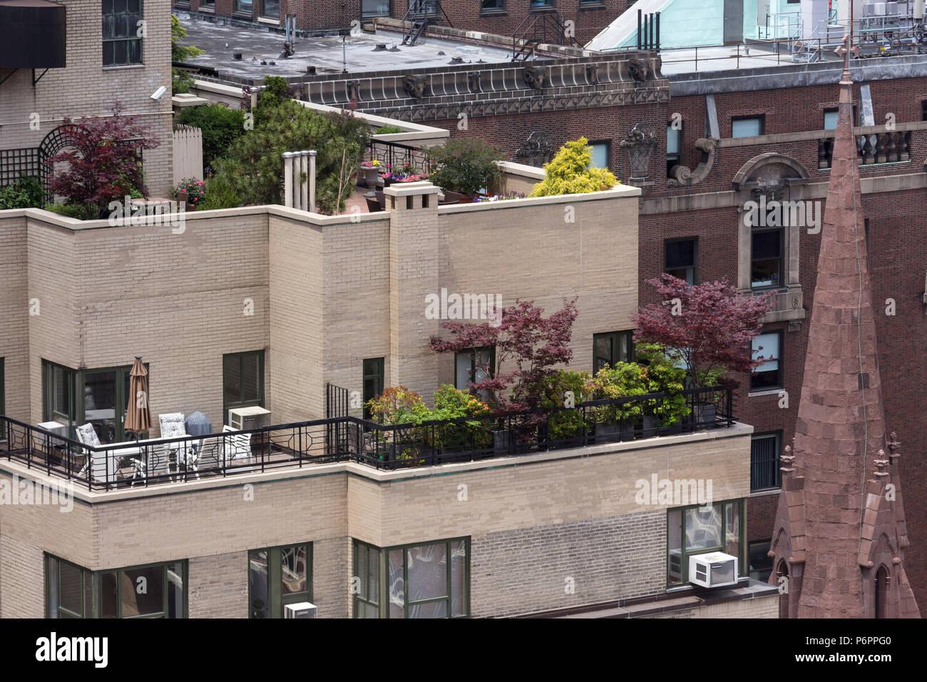 Balcony garden, Midtown Manhattan Apartment Building, NYC, USA - Stock Image