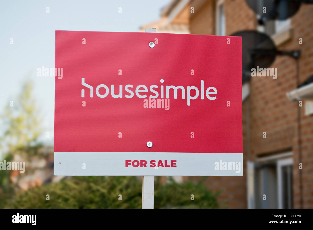 A Housesimple sign indicating a property is for sale by the online estate agents. - Stock Image