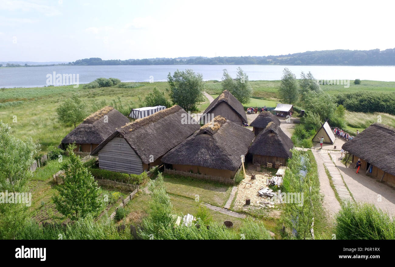 20.06.2018, Schleswig-Holstein, Busdorf: View of the grounds of the Viking houses of Haithabu (aerial photo). The UNESCO World Heritage Kowithee will decide on the inclusion of new monuments in the World Heritage List at its meeting in Bahrain from 24 June to 3 July. From Germany are Viking-time Statten in Danewerk and Haithabu in Schleswig here. (to dpa 'Wikingestatten as a World Heritage:' Then we play World League ') Photo: Carsten Rehder/dpa | usage worldwide - Stock Image