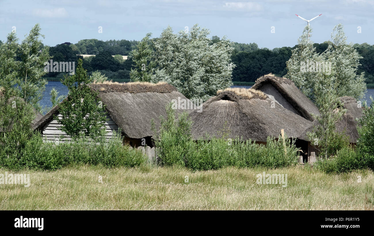 20.06.2018, Schleswig-Holstein, Busdorf: View of the grounds of the Viking houses of Haithabu. The UNESCO World Heritage Kowithee will decide on the inclusion of new monuments in the World Heritage List at its meeting in Bahrain from 24 June to 3 July. From Germany are Viking-time Statten in Danewerk and Haithabu in Schleswig here. (to dpa 'Wikingestatten as a World Heritage:' Then we play World League ') Photo: Carsten Rehder/dpa | usage worldwide - Stock Image