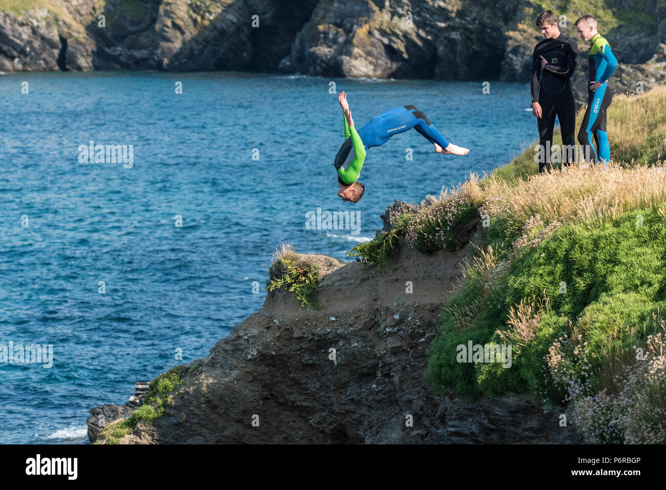 The dangerous craze of tombstoning off rocks at Newquay in Cornwall. Stock Photo
