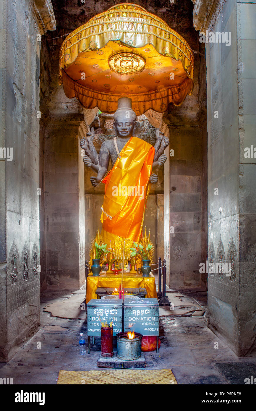 Eight-armed statue of the Hindu God Shiva inside Angkor Wat, Siem Reap, Cambodia. - Stock Image