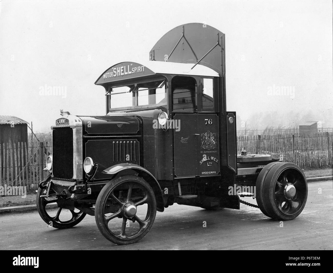 1928 Scammell tractor for Shell - Stock Image