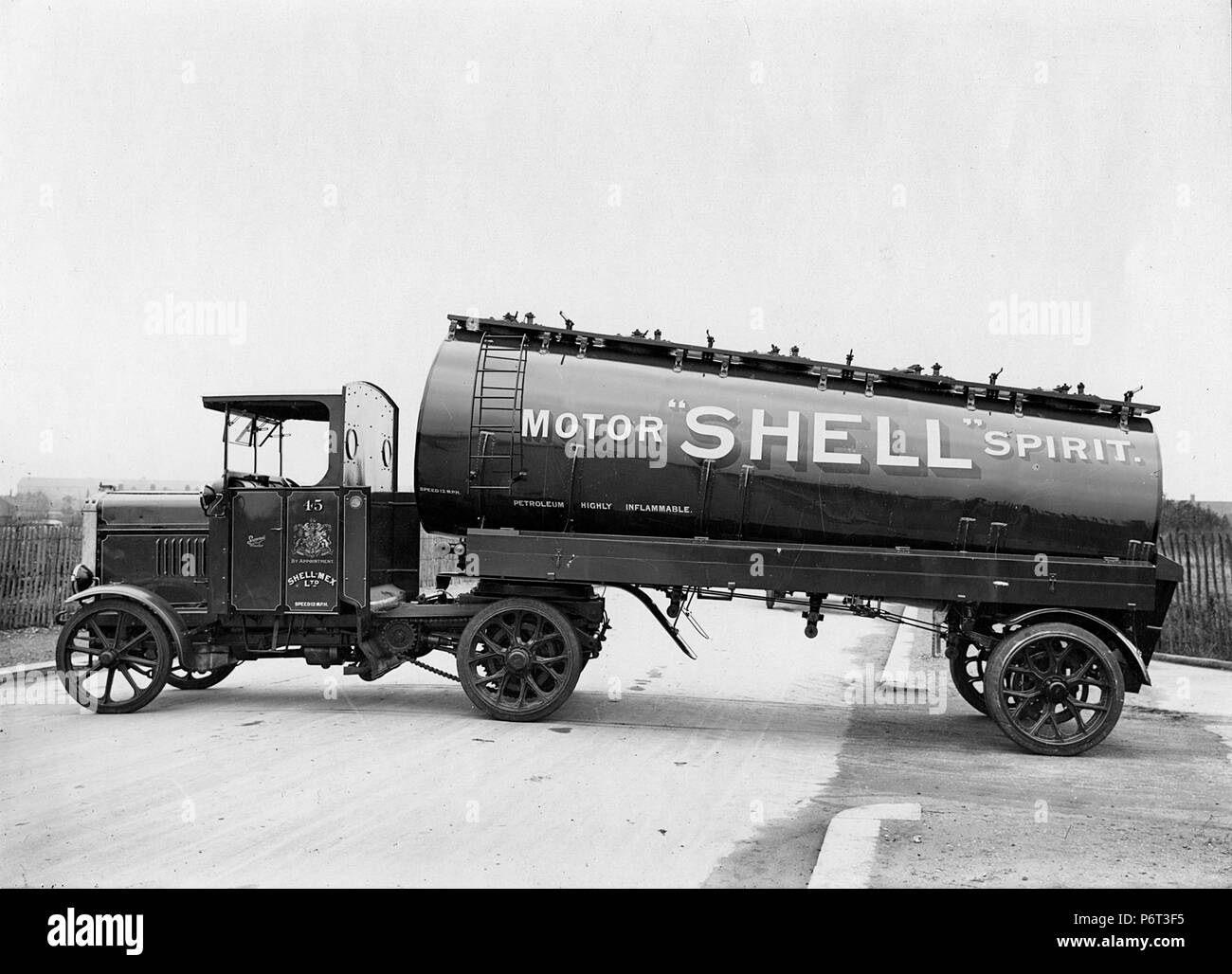 1926 Scammell articulated truck for Shell - Stock Image