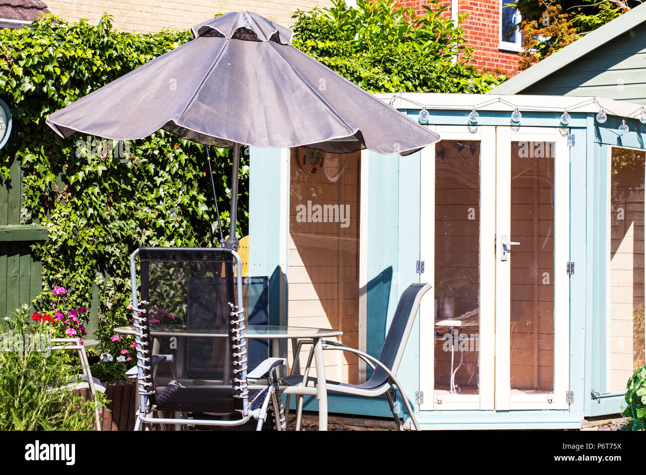 Summer house, Summer house garden UK, Summer house garden, Summer house in garden, summerhouse, UK, table and chairs outside UK, UK summerhouse, UK - Stock Image