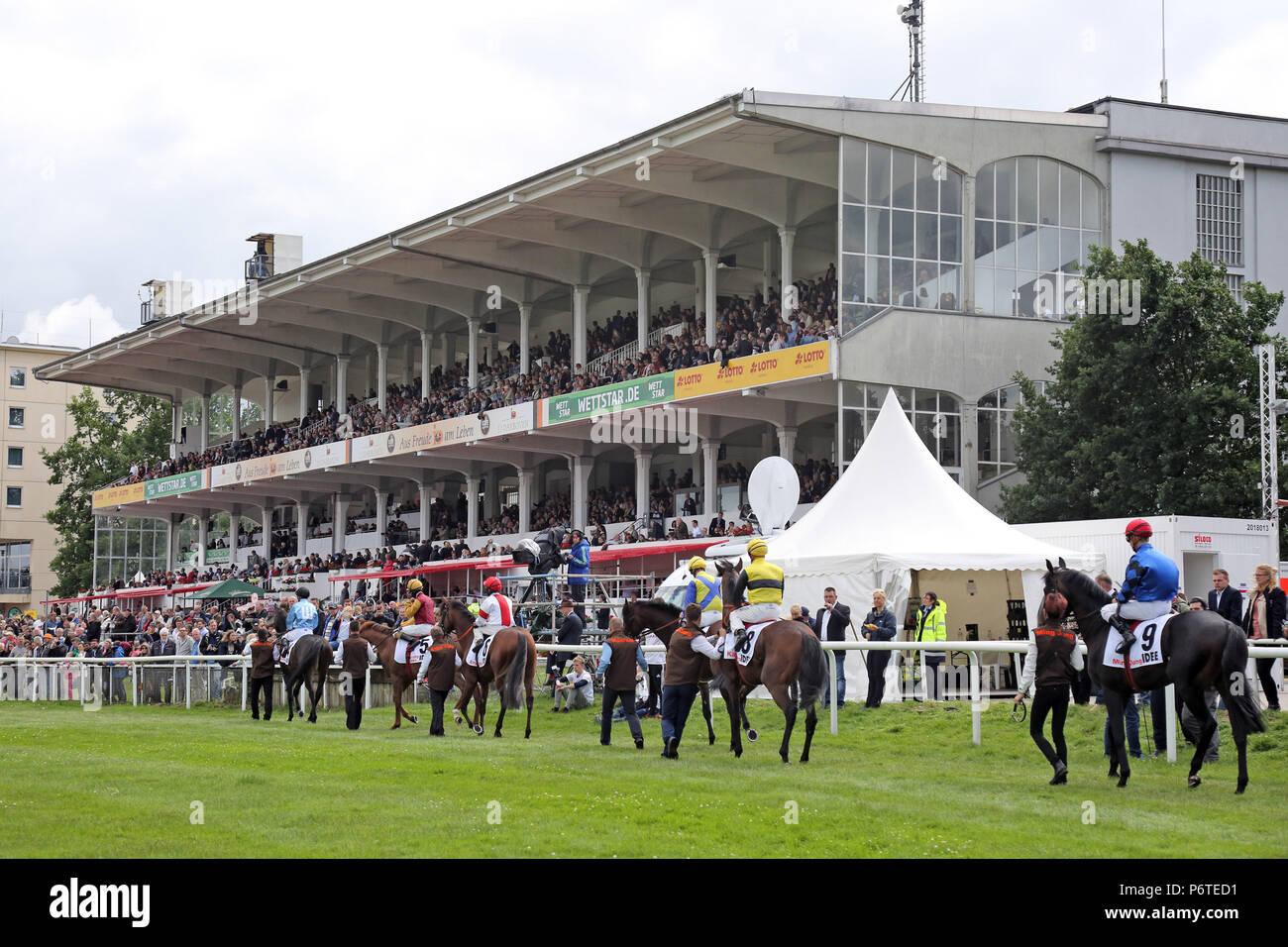Hamburg, horses and jockeys at the parade for the 148th German Derby - Stock Image