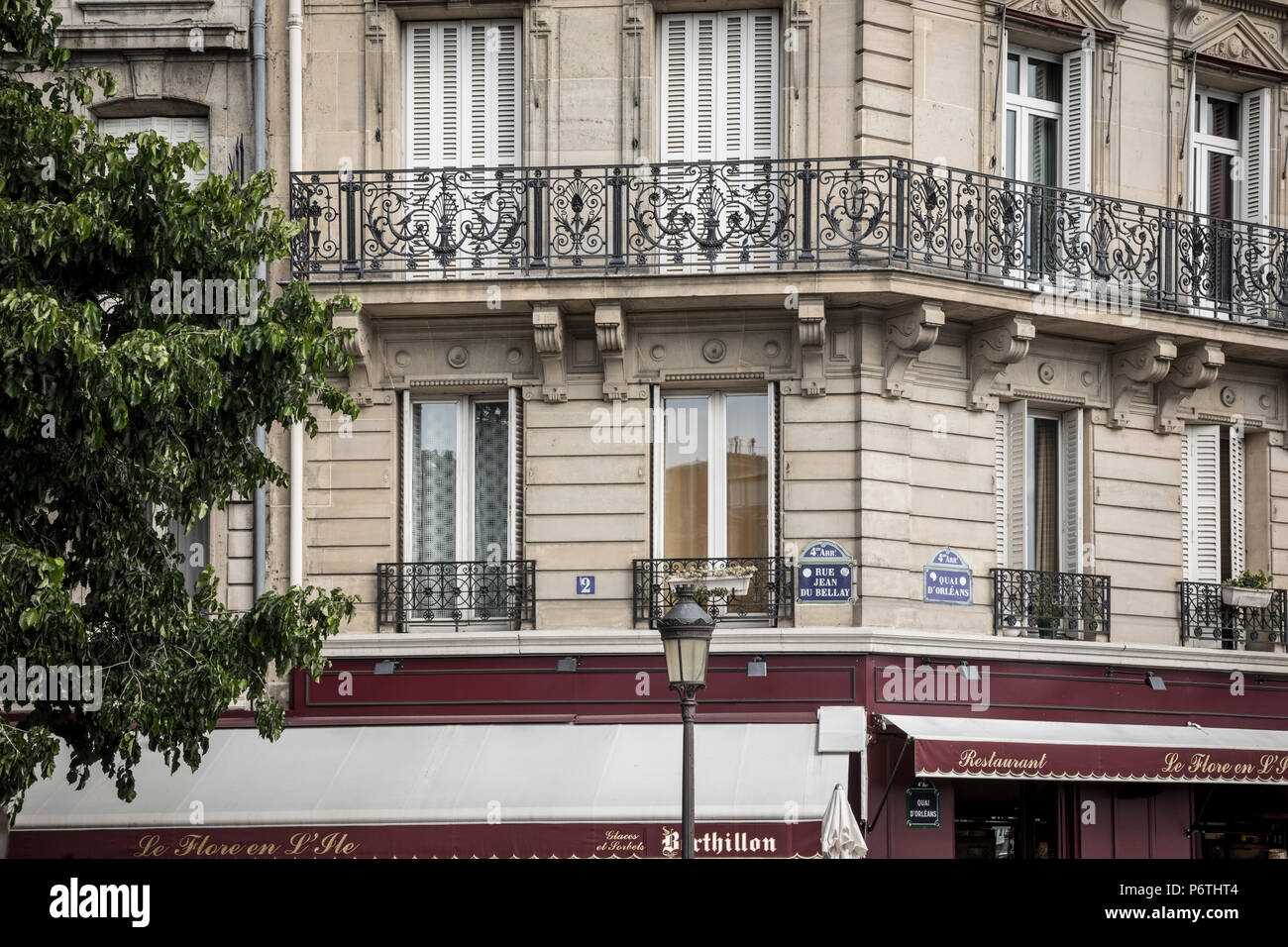 Cafe and building detail, Paris, France - Stock Image