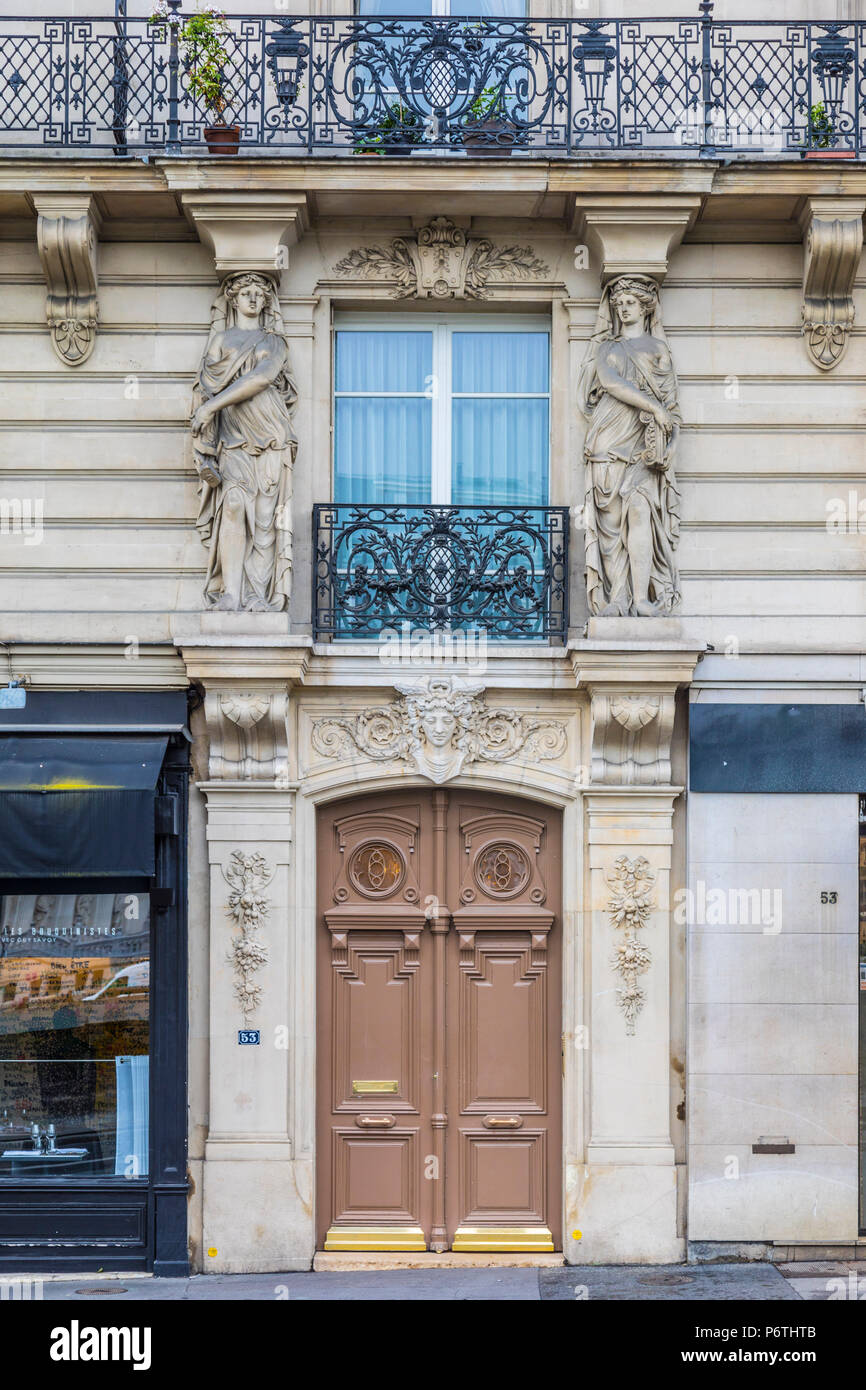 Doorway of apartment building, Paris, France - Stock Image