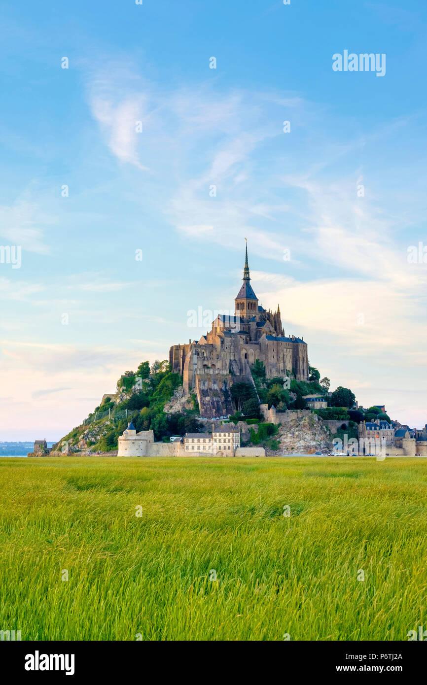 France, Normandy (Normandie), Manche department, Le Mont-Saint-Miichel at sunset. - Stock Image