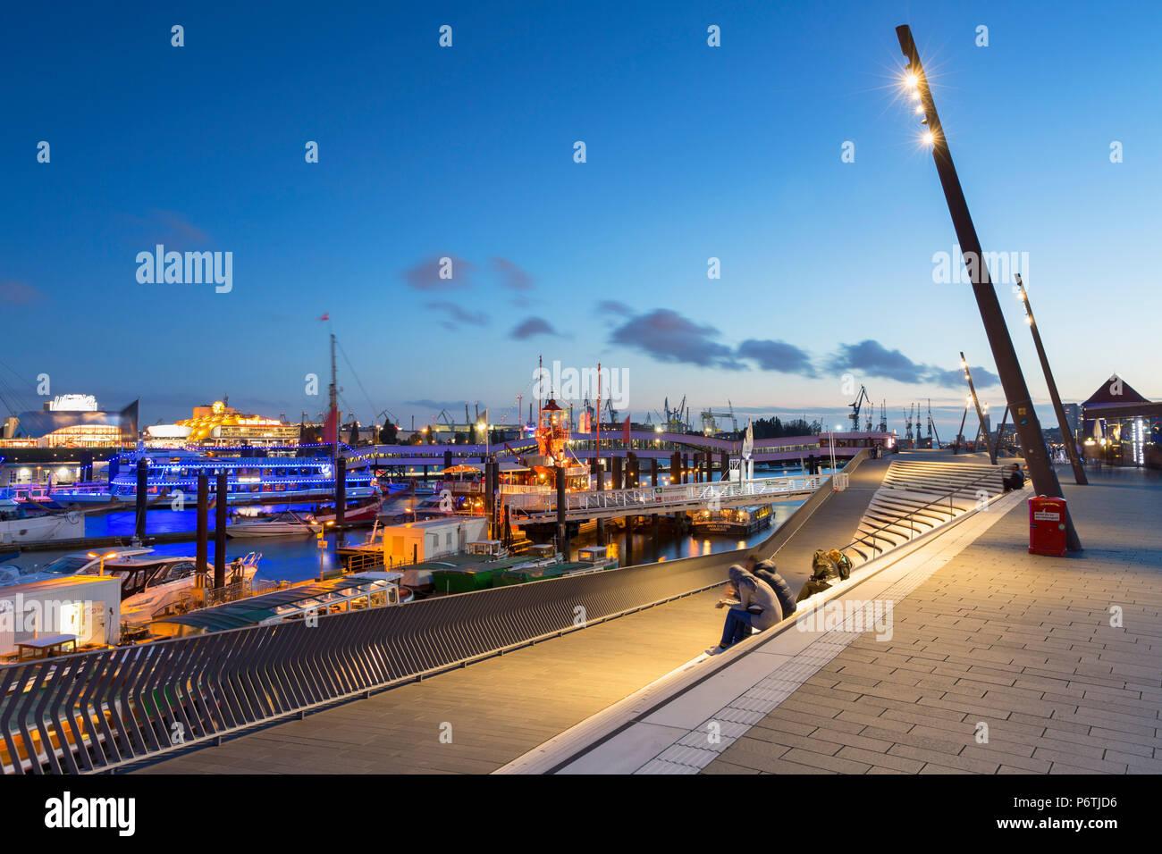 Elbpromenade and harbour, Hamburg, Germany - Stock Image
