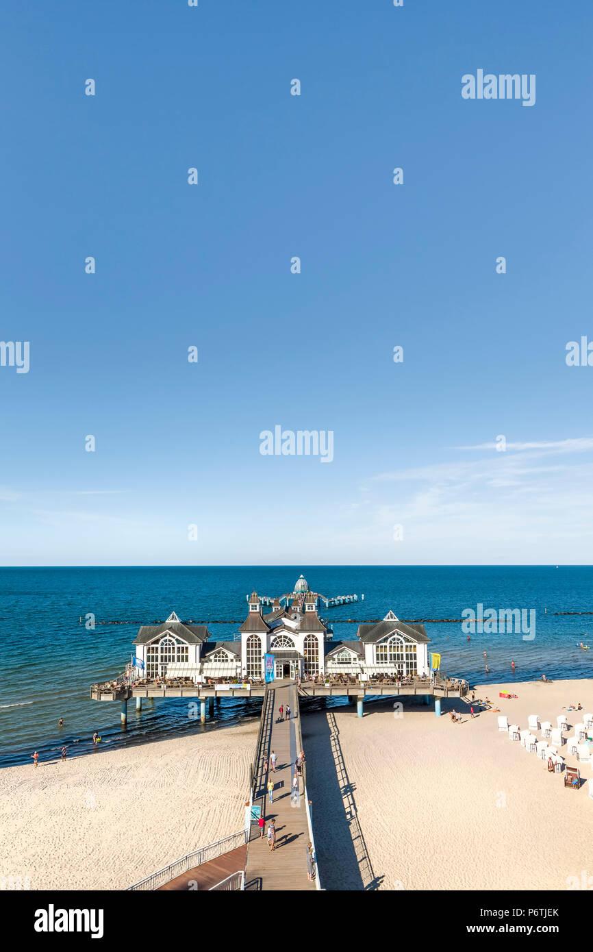 Pier, Sellin, Rügen Island, Mecklenburg-Western Pomerania, Germany - Stock Image