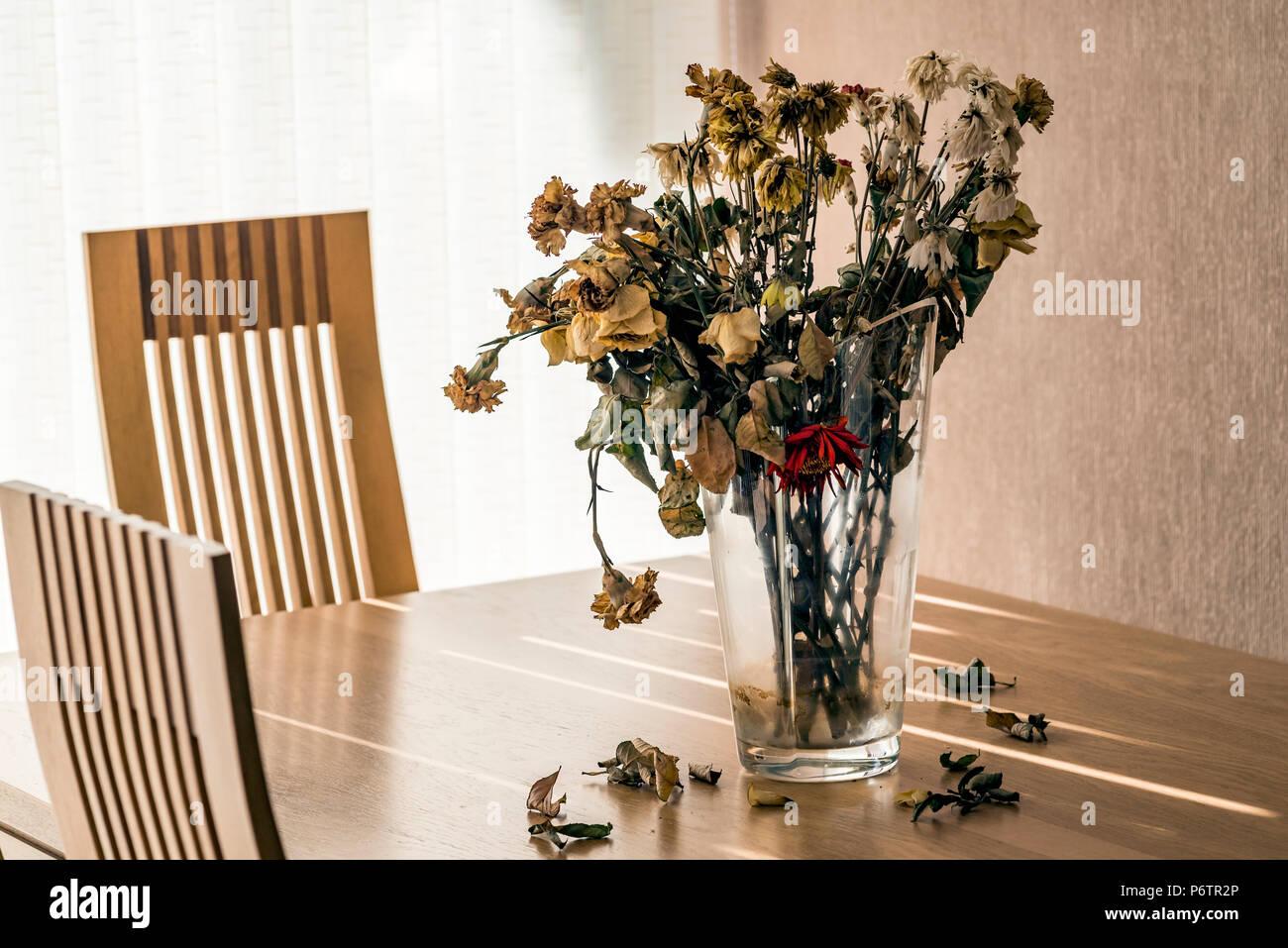 Dead Flowers Vase Stock Photos Dead Flowers Vase Stock Images Alamy