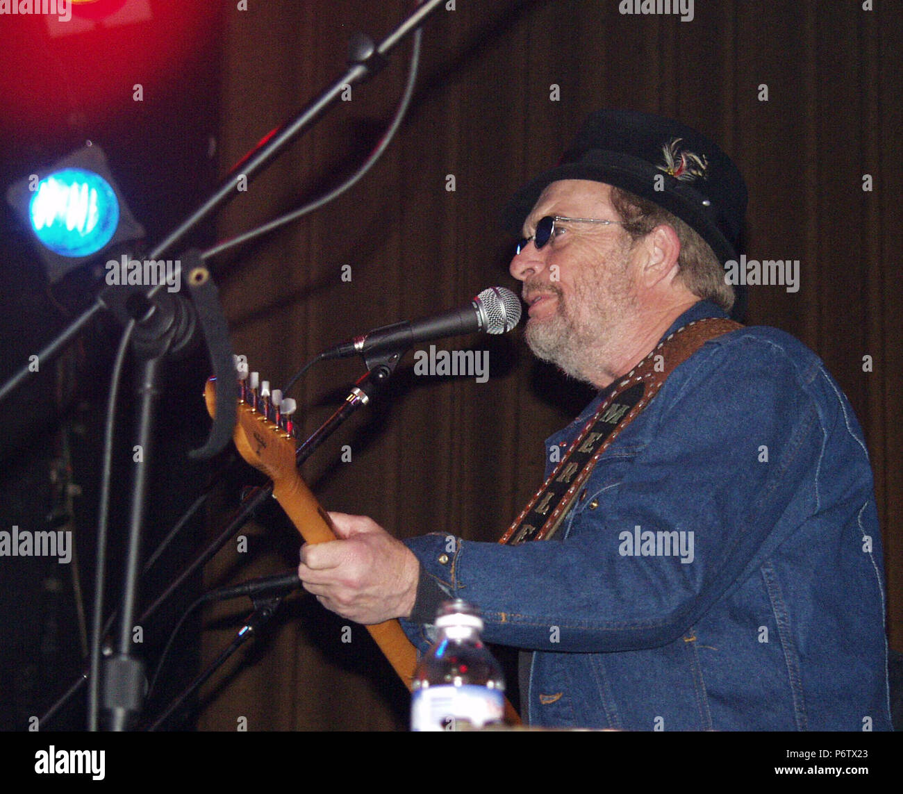 ATHENS, GA - February 13: *EXCLUSIVE* Country music legend Merle Haggard performs at the Georgia Theatre in Athens, Georgia on February 13, 2002. CREDIT: Chris McKay / MediaPunch - Stock Image