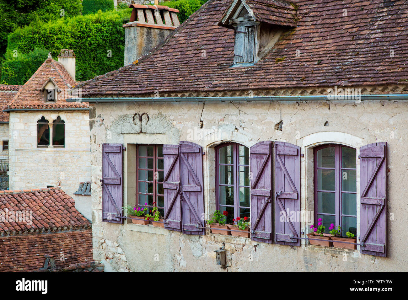 Purple shutters on home in Saint-Cirq-Lapopie, Midi-Pyrenees, France - Stock Image