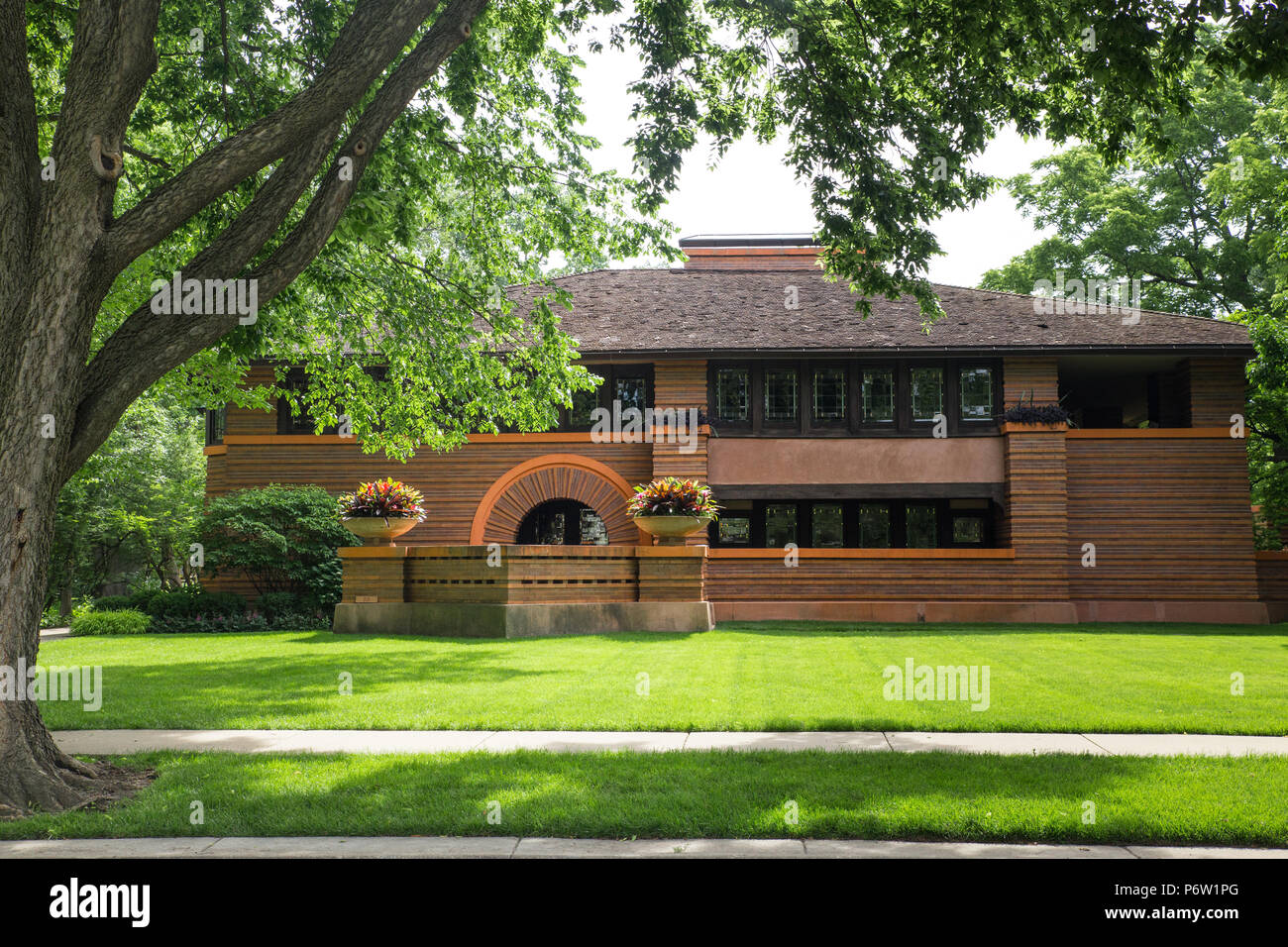 OAK PARK, ILLINOIS - JUNE 25, 2018: The Arthur B. Heurtley House from 1902 designed by architect Frank Lloyd Wright - Stock Image